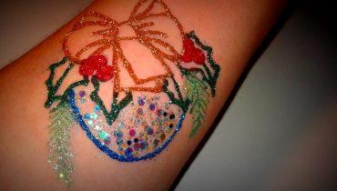 Comment se démarquer avec ses tatouages brillants?