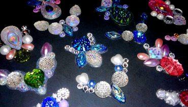 Comment confectionner des bijoux pour maquillage de fantaisie?